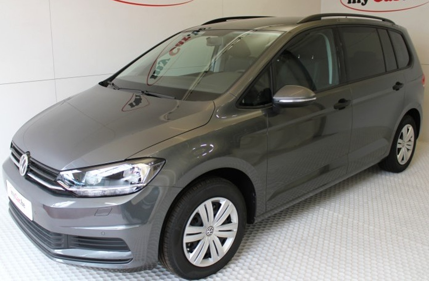 volkswagen touran trendline 7pl le sp cialiste dans presque nouvelles voitures. Black Bedroom Furniture Sets. Home Design Ideas